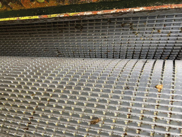 In this picture, sent by user Michael Leake (Burnell Contracting) you can see the minimal amount of wear after one season in maize.