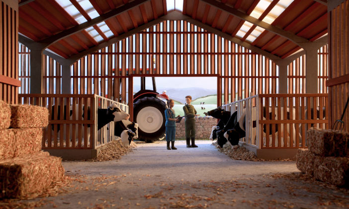 RedTractor_CowShed_Scene_Vets