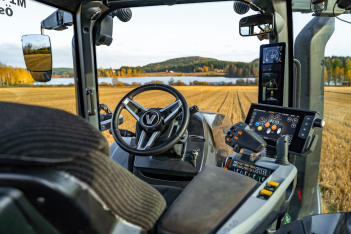 valtra-t-cabin-int-puuppola-img-2020-hires